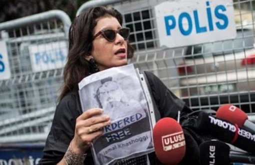 English :: One-Person Protest for Journalist Khashoggi